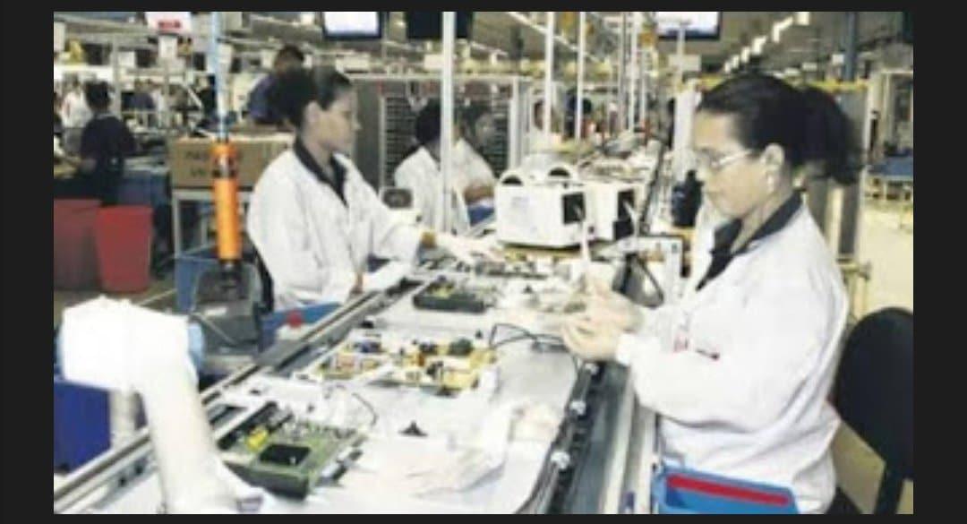 Empresa do polo industrial de Manaus contrata Operador de linha de montagem e Auxiliar Administrativo Salario R$ 1.300,00 Envie seu currículo